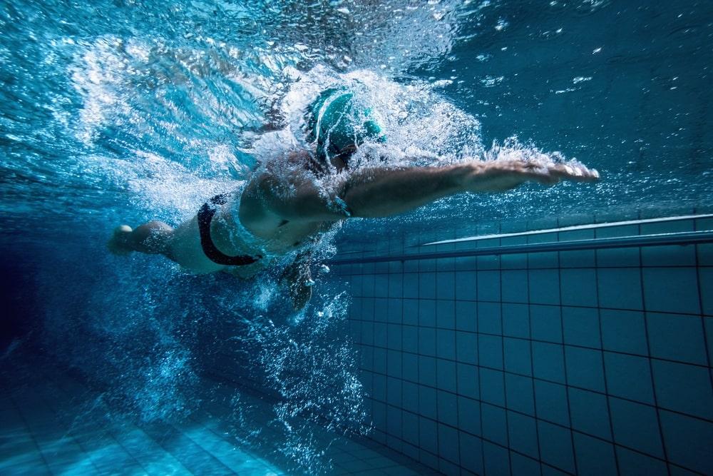 Grâce à ces conseils vous améliorerez votre style de nage crawl